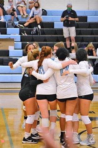 Girls Varsity Volleyball Rises to the Challenge